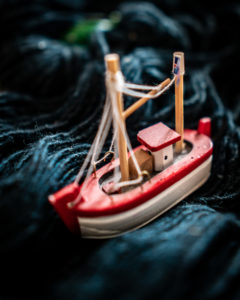 Lankavyyhdin ja leluveneen avulla eristyksissä rakennettu mielikuvitusmatka.